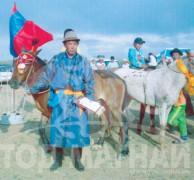 Амайн хүзүүнд хурдалсан аймгийн Алдарт уяач Б.Баярсайханы сартай хээр морь