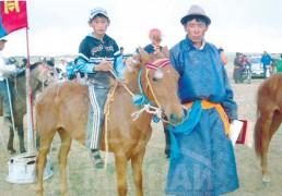 Айргийн гуравт хурдалсан аймгийн Алдарт уяач Б.Баярсайханы зээрд даага