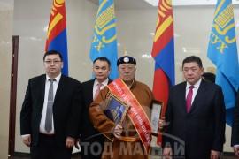 Говь-Алтай аймгийн шилдэг уяач-аймгийн Алдалт уяач Рэгзээгийн Лхагвадорж