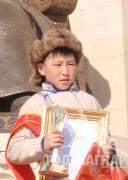 """Нийслэлийн Сонгинохайрхайн дүүргийн 123-р сургуулийн 7 дугаар ангийн сурагч """"Унаган хурд"""" гал уяаны уралдаанч есөн настай Ганболдын Эрхэмнамдагбаяр"""