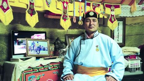 Сумын Алдарт уяач Ц.Батбилэг: Улсын бүсэд гурав айрагдсан Мэнгэт хул миний унаган адуу